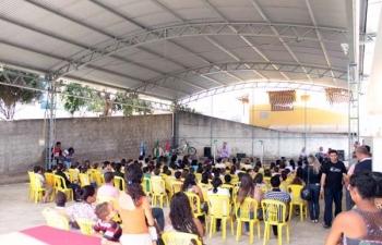 Vereador Bené diz que alunos da escola Léa Holz  estão satisfeitos com a quadra coberta entregue