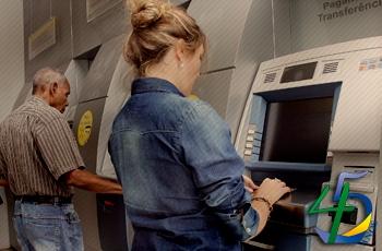 36% das pessoas que sacaram FGTS inativo usaram o dinheiro para pagar dívidas