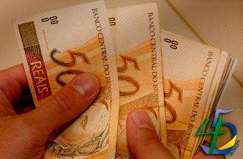 80% dos brasileiros cortaram gastos em 2017
