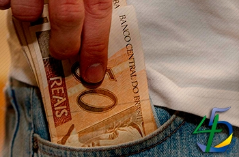 Vendas a prazo no Dia dos Pais caem -2,18%, aponta SPC Brasil