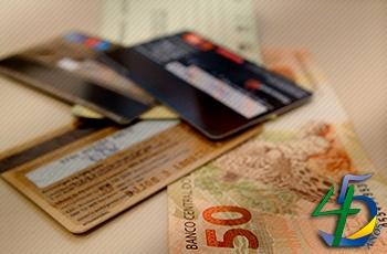 Com Selic mais baixa e novas regras do cartão, caem juros do rotativo para pagamento mínimo