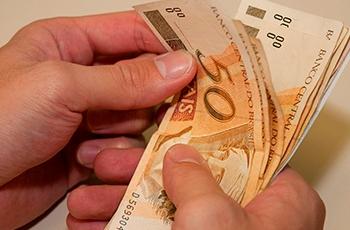 O 13º salário está vindo aí, que tal por seus débitos em dia?