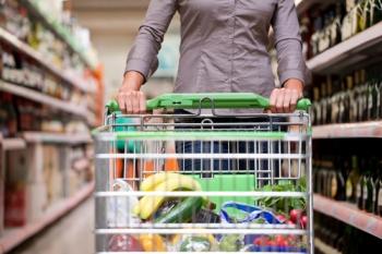 Índice de confiança do consumidor tem leve queda em maio, diz FGV