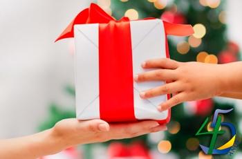 Quatro em cada dez consumidores pretendem participar de amigo secreto neste fim de ano