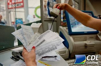 Estudo mostra que brasileiro paga conta em dia, mas não planeja