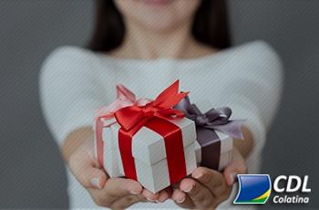 Amigo secreto é estratégia para economizar nos presentes de Natal