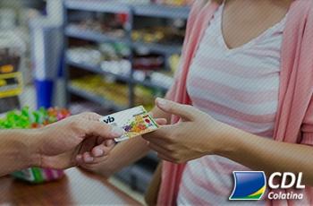 Quatro em cada dez brasileiros que vendem vale-refeição usam valor para pagar contas