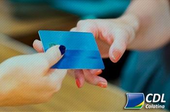36% dos brasileiros usaram nome de terceiros para fazer compras no último ano